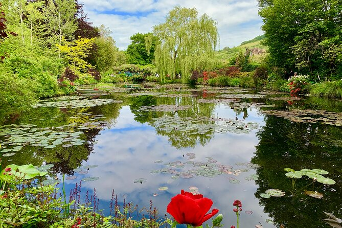 Versailles Palace & Giverny Private Guided Tour with Lunch - Priority Access