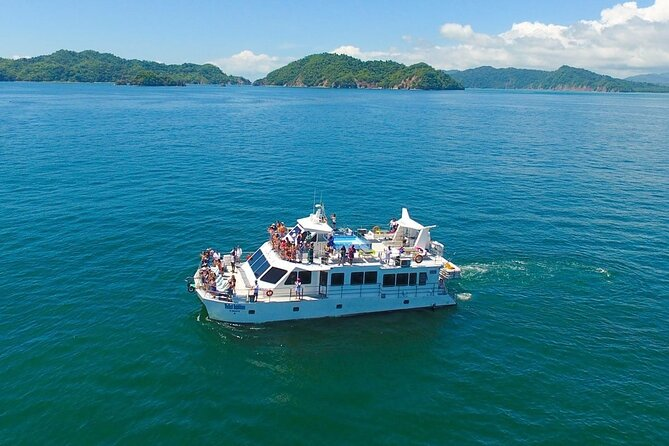 Full Day Excursion to Tortuga Island from Puntarenas