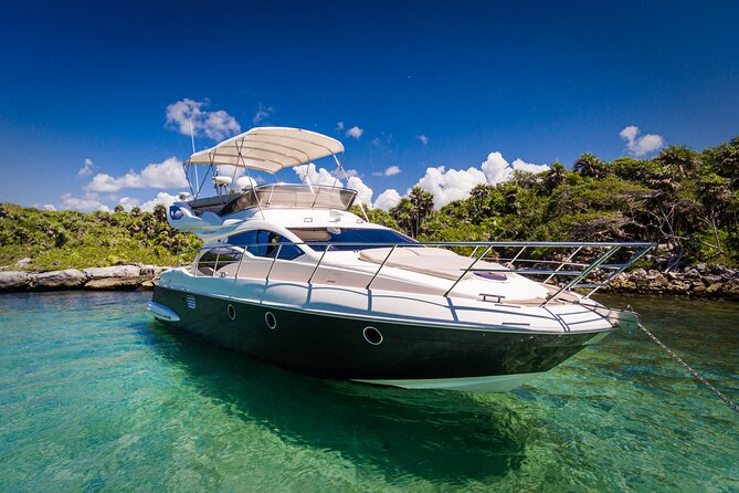 """9-Hour Private Yacht 43"""" Azimut in El Cielo Cozumel"""