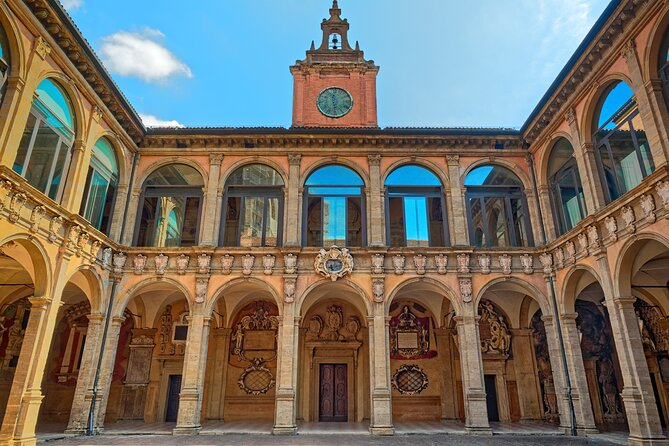 Bologna Audio-guided tour of the archiginnasio and local tasting