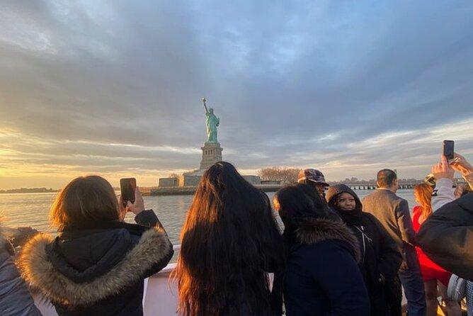 Crucero turístico por la ciudad de Nueva York: estatua de la libertad y horizonte de Manhattan