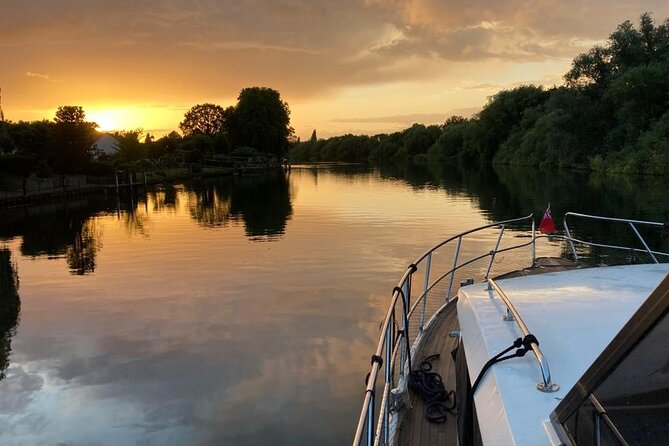 Private Full-Day Luxury Boat Tour in Windsor