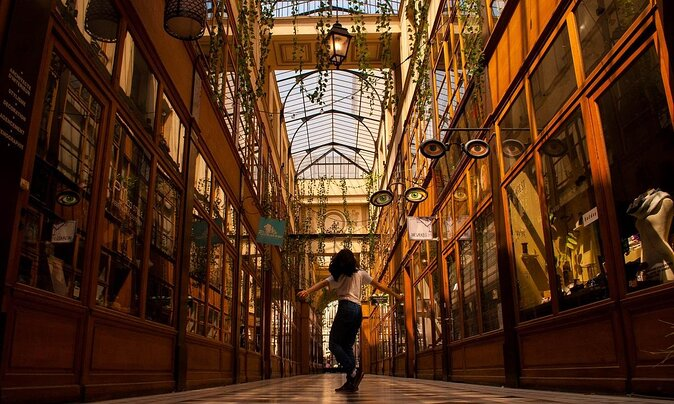 """""""The New Parisienne"""" Author's Guide to Shopping in Paris"""
