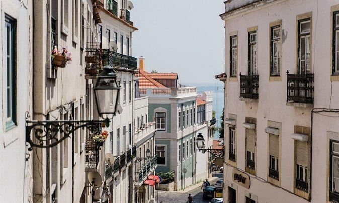 5 Must-See Lisbon Neighborhoods and How to Visit