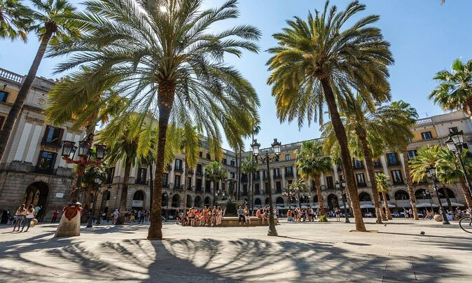 6 Must-See Barcelona Neighborhoods and How to Visit