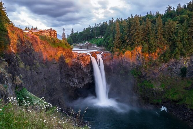 Full Day PRIVATE Seattle's W2 Tour - Wineries and Waterfalls
