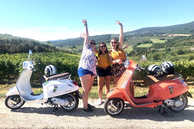 San Gimignano: Vespa tour of Chianti with Lunch