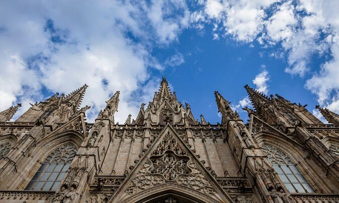 Visiting Barcelona for the First Time? Here's What to See and Do