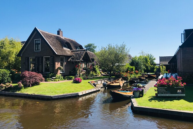 Zaanse Schans and Giethoorn Day Tour Small Group for 7 Pax