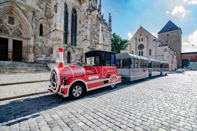 City tour through Regensburg with the pathway