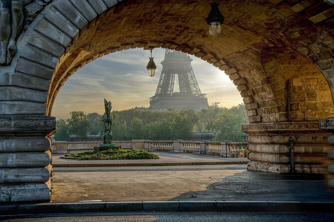 Paris Hop-On Hop-Off Tour and 4 Self-Guided Walking Tours