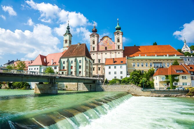 Linz Old Town Private Walking Tour and Cruise