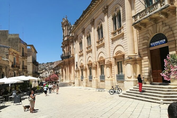Meet Montalbano! Tour FD from Syracuse to Ragusa, Modica and Scicli