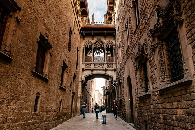 Private Barcelona Ghost Tour: Gothic Quarter Exploration Game