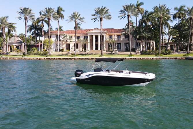 2Hr Private Boat Rental Miami Beach see the Homes of Millionaires & Celebrities