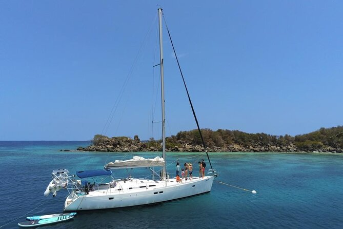 Private Sailing, Island Hopping Tour with Appetizers and Open Bar
