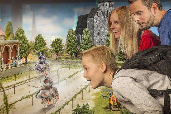 https://media.tacdn.com/media/attractions-splice-spp-720x480/07/17/d1/33.jpg