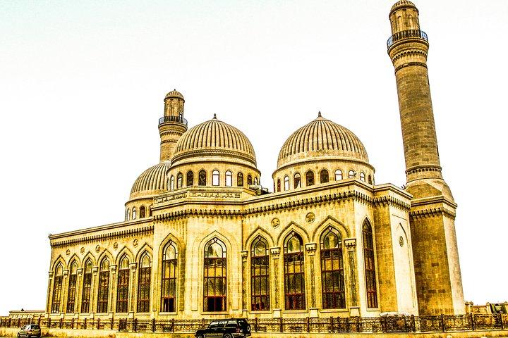 4 Days Tour: Airport Pickup + Old City + Night Tour + Day Trip Baku + Gabala