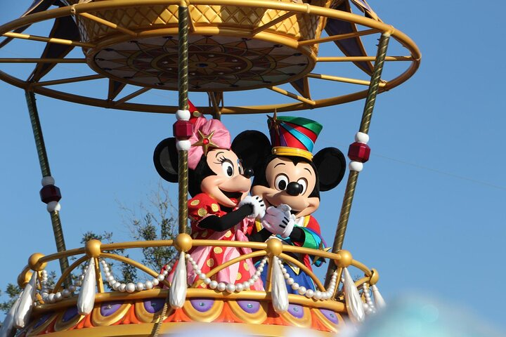Mickey and Minnie Mouse in a hot-air balloon at the Magic Kingdom parade