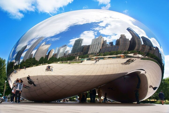 Anish Kapoor's Cloud Gate sculpture in The Loop, Chicago, Illinois.