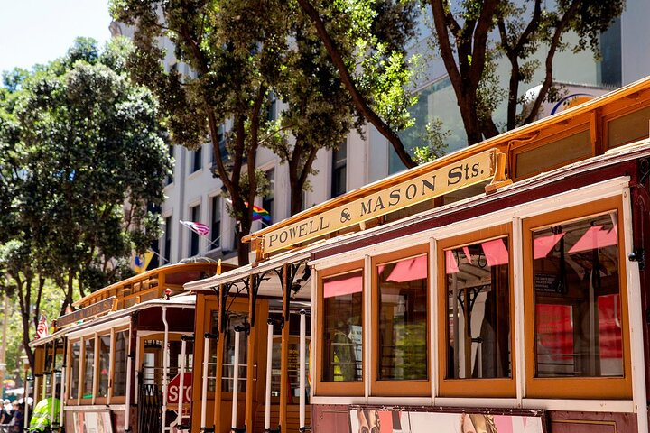 An empty cable car waits at Powell St San Fransico