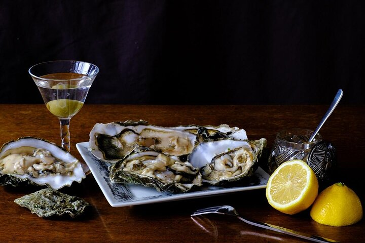 Fresh oysters served with lemon and a classic martini
